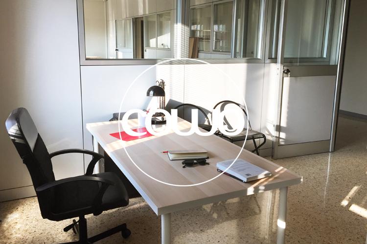 Scrivanie in ufficio provato al Cowo Sesto